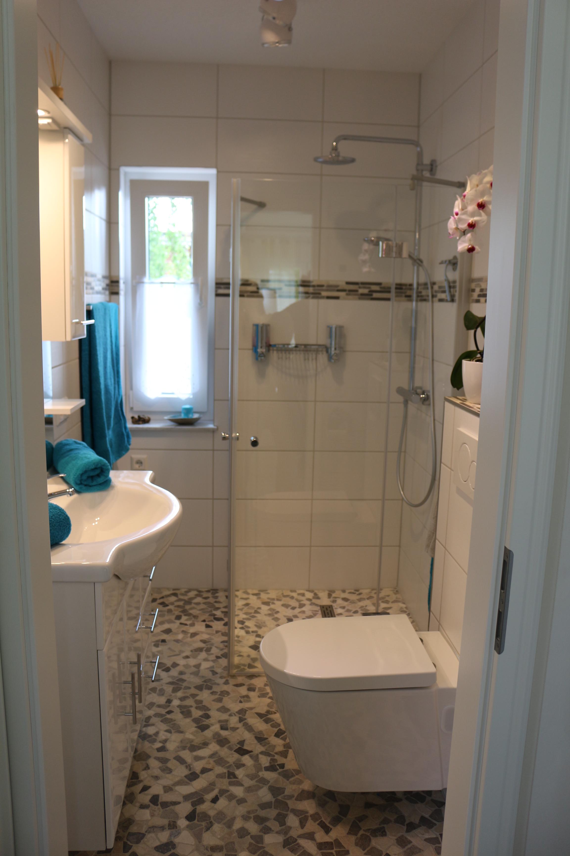 Bad mit hochwertiger Aussattung und ebener Dusche